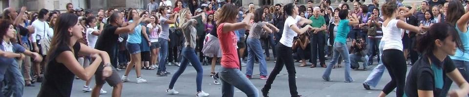 Flash mob alla Loggia dei Mercanti a Milano