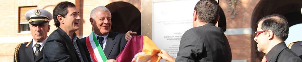 Inaugurata la Stele della Nonviolenza dalle autorità cittadine 25-11-2011 a Roma